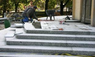 Jak przebiega budowa schodów?